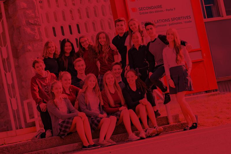 Étudiants du CSB devant le collège.
